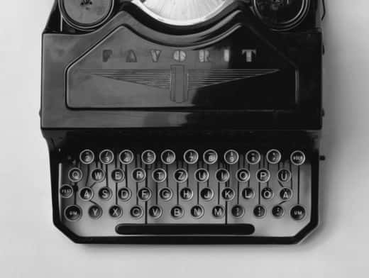 Stipplr Photoshop Vector Trace Grayscale Analog Typewriter
